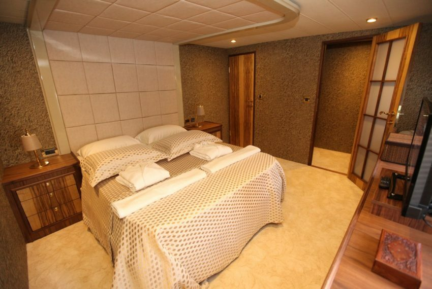 01-Crewed Motor Yacht Charter in Turkey Platinyachting.com
