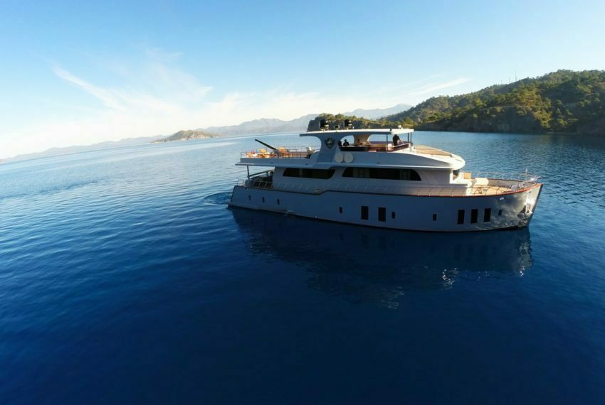 Crewed Motor Yacht Charter in Turkey Platinyachting.com