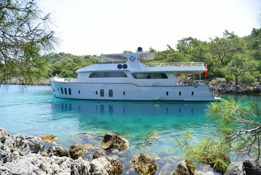 Crewed Motor Yacht Charter in Turkey Platinyachting.com